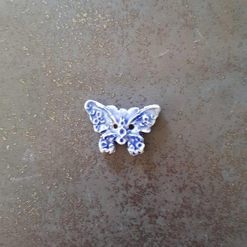 Bouton fantaisie - céramique faience 2 trous - papillon bleu - pour  création textile ou toute autre création  - 2