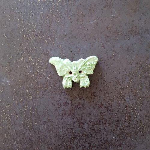 Bouton fantaisie - céramique faience 2 trous - papillon vert  - pour  création textile ou toute autre création  - 4