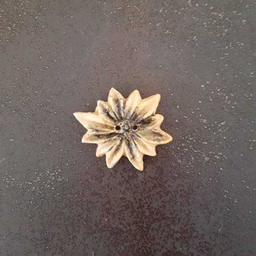 Bouton fleur edelweiss jaune/noir céramique faience 2 trous - 34