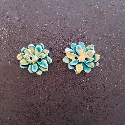 Lot de 2  boutons pour couture fleurs vert turquoise et jaune en  ceramique faience
