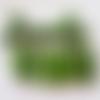 18 perles plastiques vertes à filet doré
