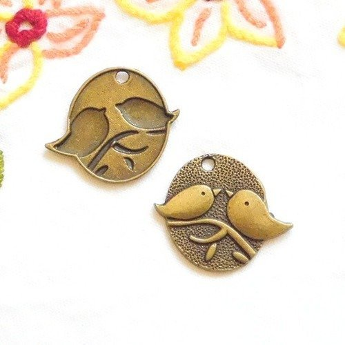 Lot de 30 pendentifs breloque Petit Oiseau sur Branche m/étal Couleur Bronze ref 196