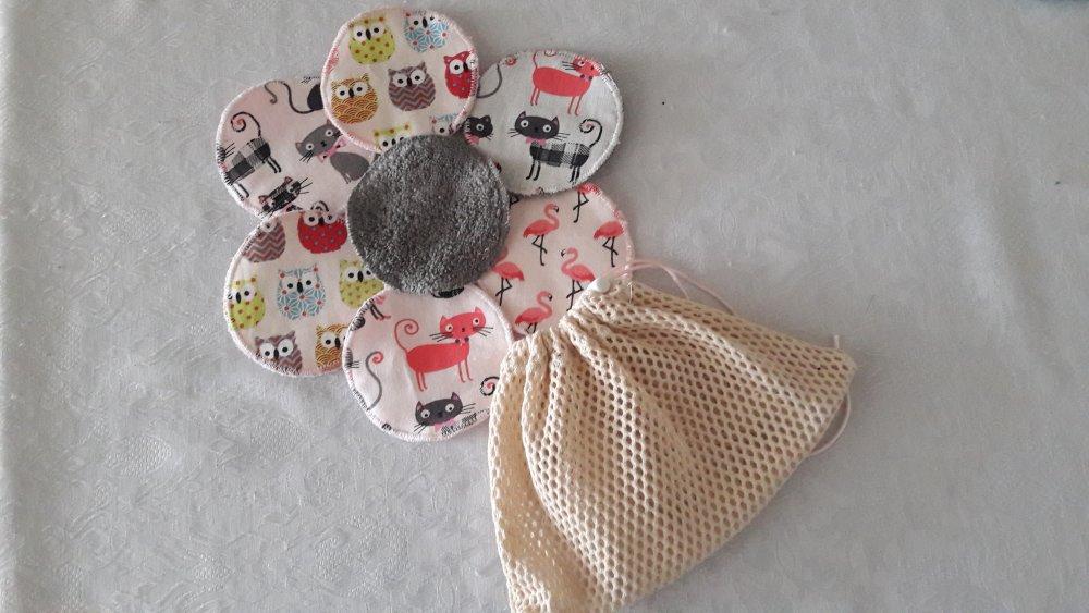 Disques à démaquiller assortiment imprimés roses et gris, réutilisables, et leur  filet de lavage