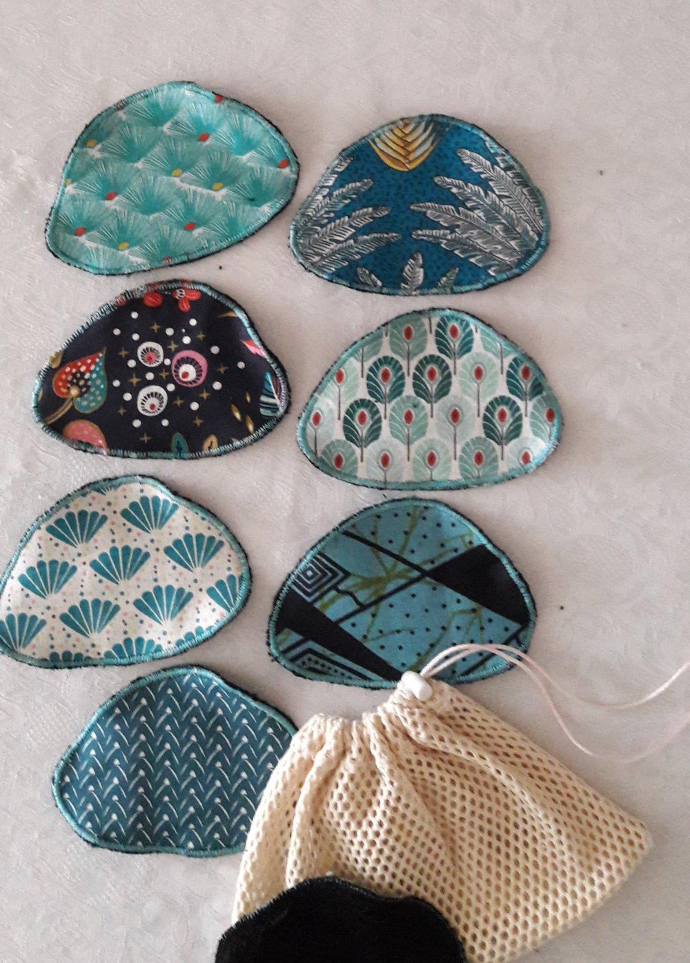 Disques à démaquiller galets assortiment turquoise, lavables et réutilisables, et leur  filet de lavage