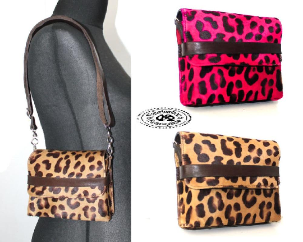 Mini sac à main pochette bandoulière 16 x 13 x 3 cm modulable en  besace cuir poils imprimé léopard couleur au choix