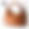 Sac à main en cuir camel avec grigri bijou de sac offert taille 40 x 30 cm