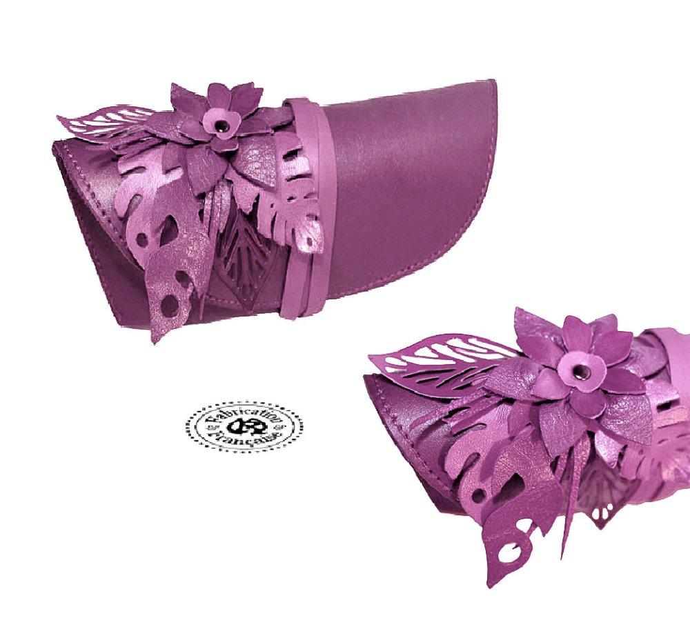 Etui à lunettes en cuir lisse et fleur incrustée en cuir lilas parme taille 19 x 7 cm