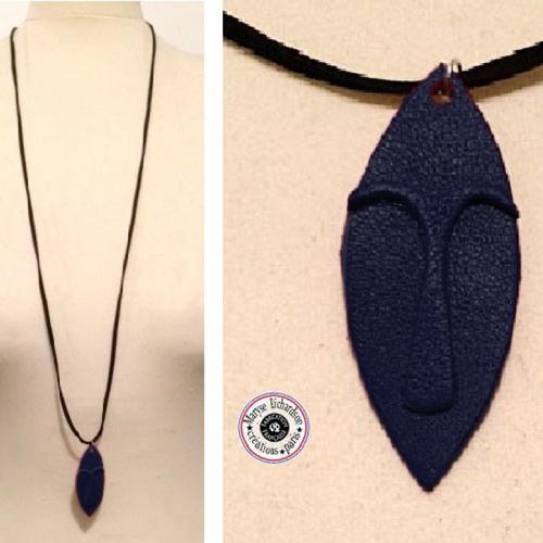 Collier unisexe longueur modulable petit masque design ethnique en cuir couleur au choix marine ou citron