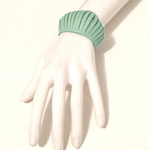 Bracelet petite manchette en cuir menthe style design effet ressors