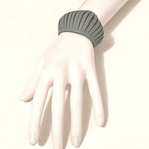 Bracelet petite manchette en cuir gris style design effet ressors