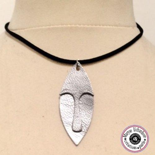 Collier unisexe longueur modulable petit masque design ethnique en cuir couleur au choix argent ou doré
