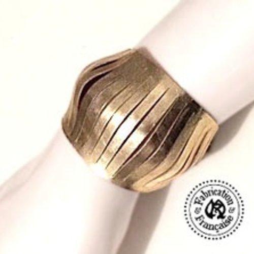 Bracelet petite manchette en cuir irisé doré léger irisé style design effet ressors