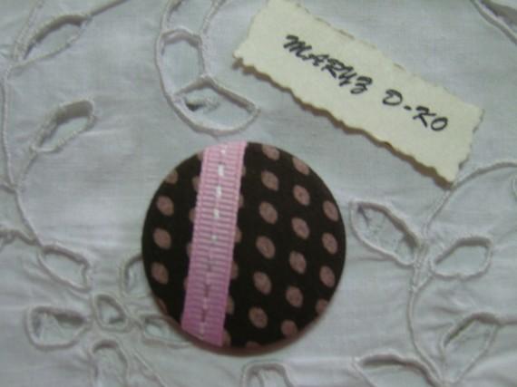 Cabochon tissu 32mm rétro à pois marron et rose  3