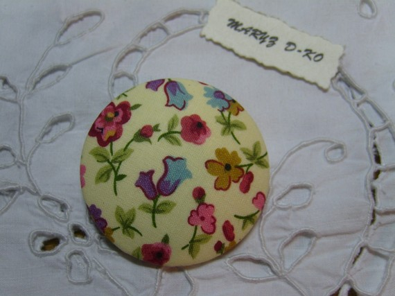 """Gros Bouton tissu  50mm """" Mélange de fleurs fond écru """""""