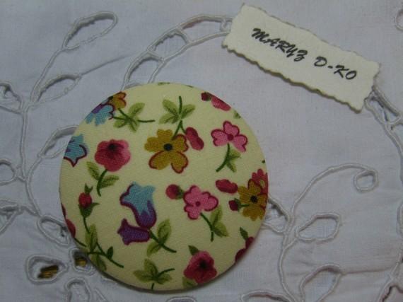 """Gros Bouton tissu  50mm """" Mélange de fleurs fond écru 2"""""""