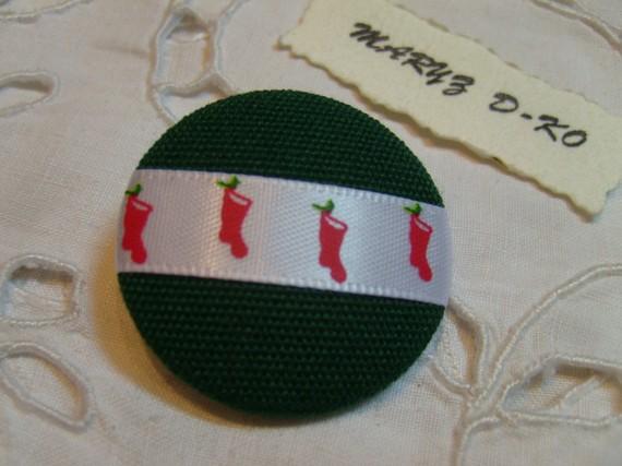 "Bouton tissu 32mm "" Vert ruban bottes de Noel """