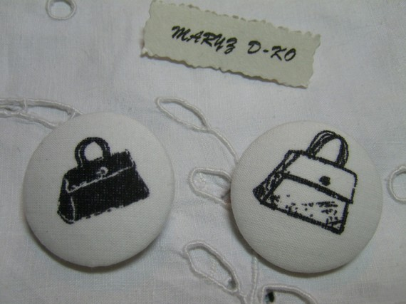 """Boutons tissu  """"Sacs black and white """" 32mm"""