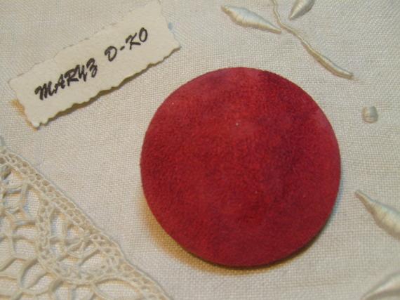Bouton 40mm cuir de chevre velours délavé rouge