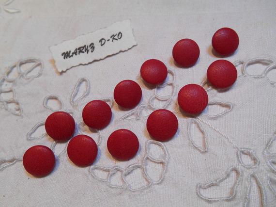 12 Boutons 12mm recouverts de cuir d'agneau rouge