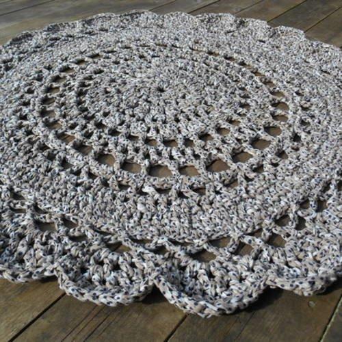 Tapis Trapilho 1m20 Réalisé Au Crochet Taupe Chiné Blanc Pois Bleu