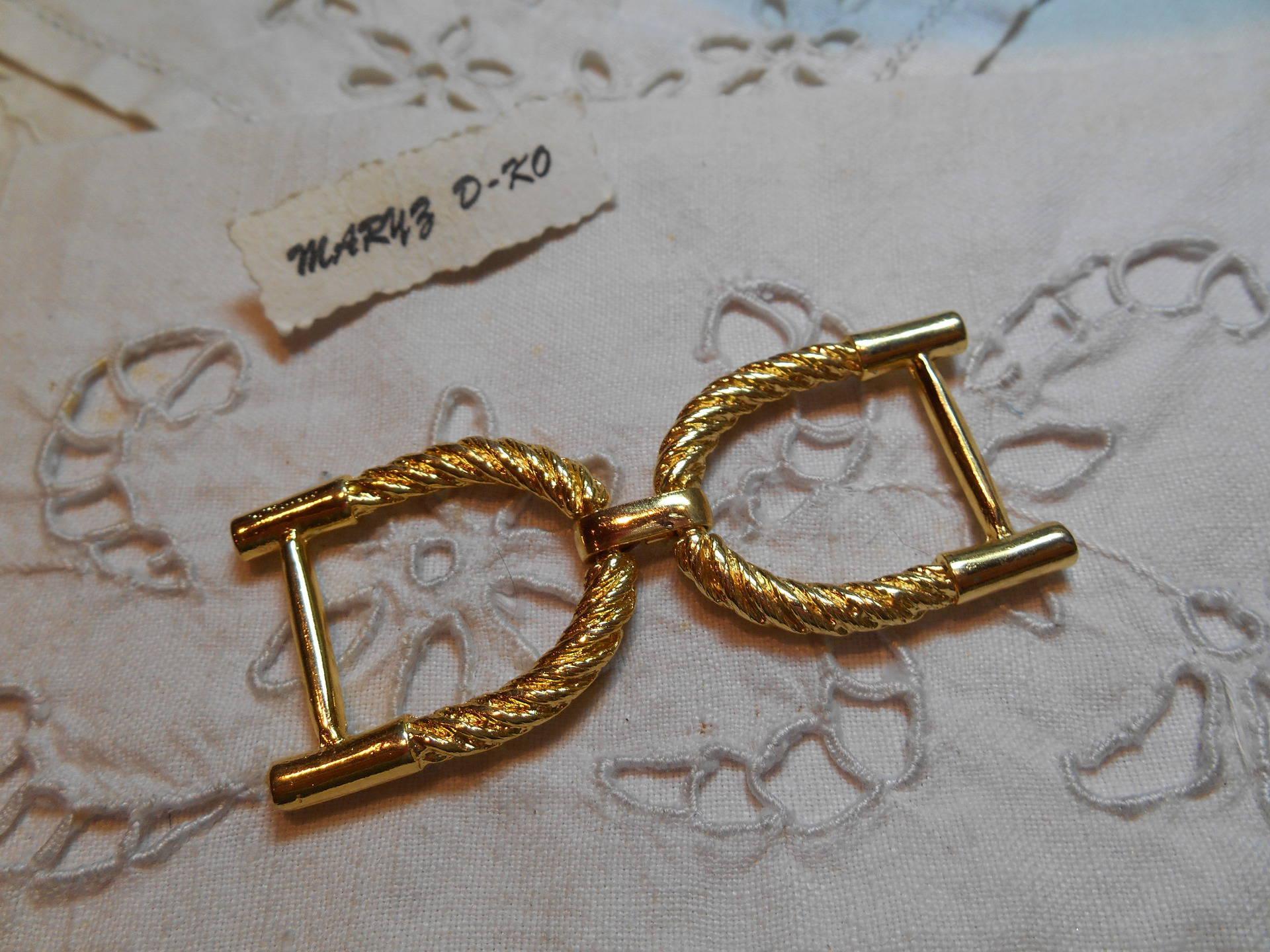 Grosse boucle ceinture fantaisie métal doré torsadé