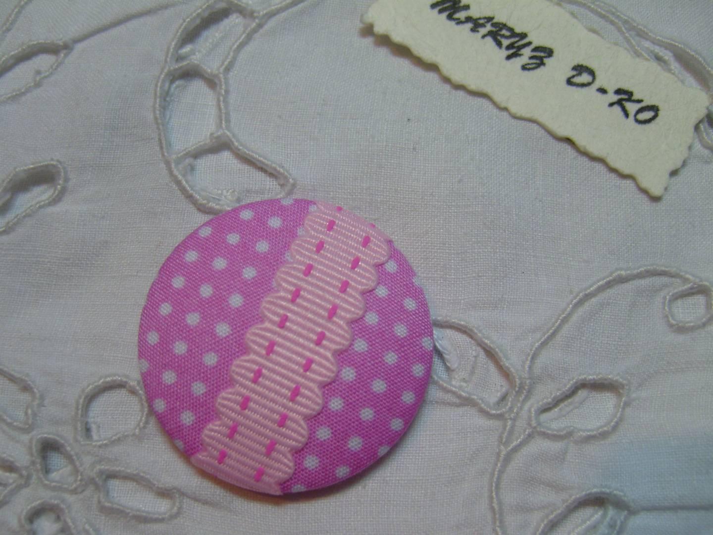 "Bouton tissu 32mm fond plat ""Rose pale pois et ruban pointillés"""