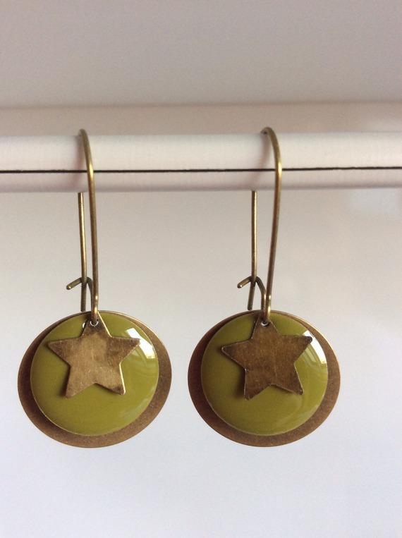 Boucle d'oreille sequin vert kaki étoile BO 158