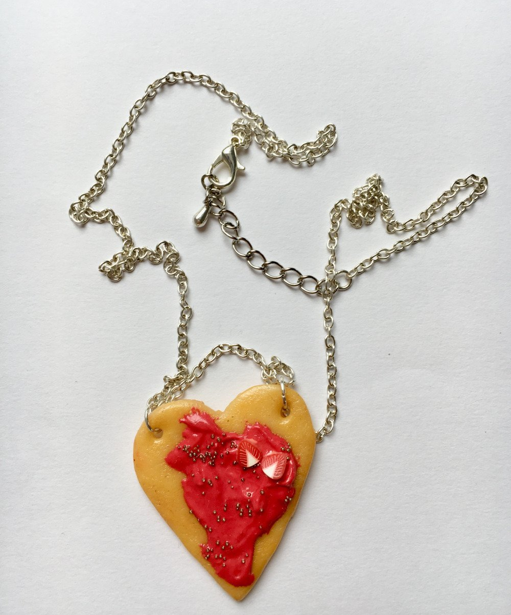 collier biscuit coeur fraise