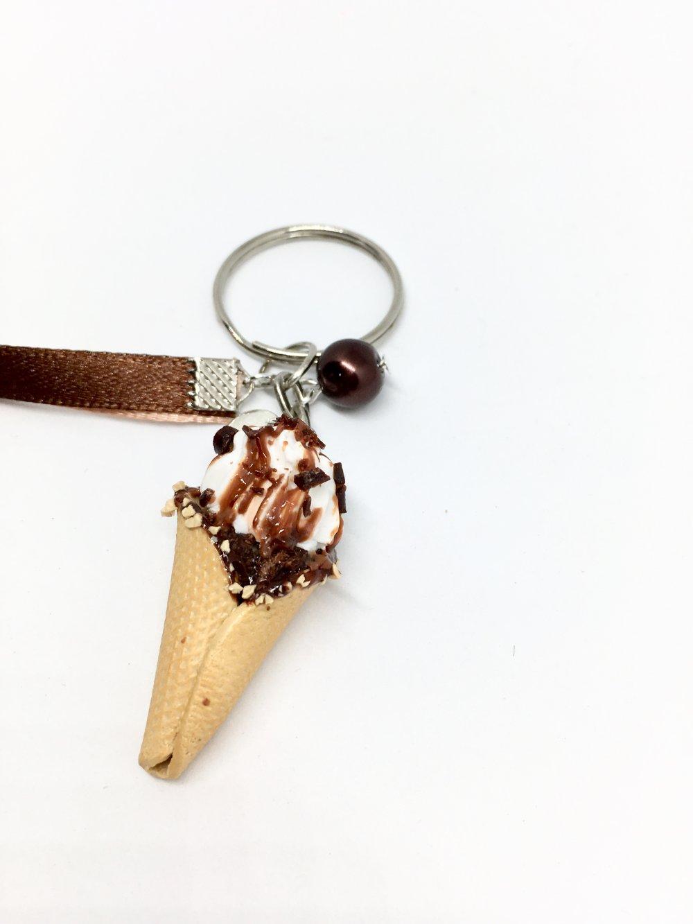 porte-clés cône de glace chocolat