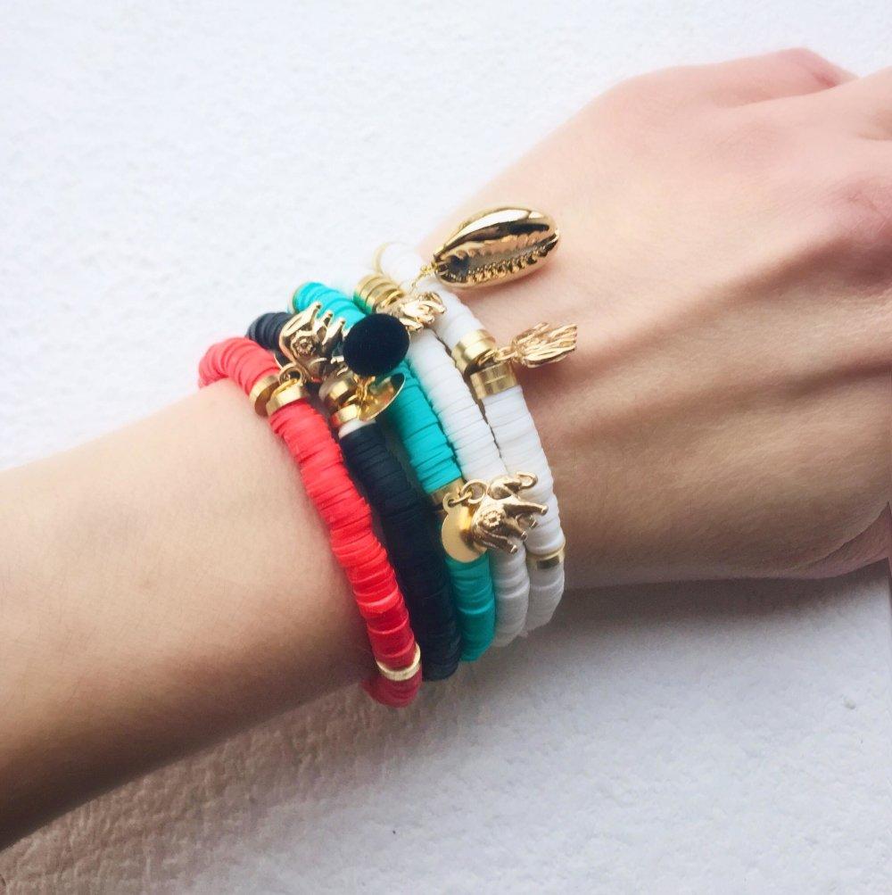 Bracelet  tendance en perles d'Heishi noir et perles acier or