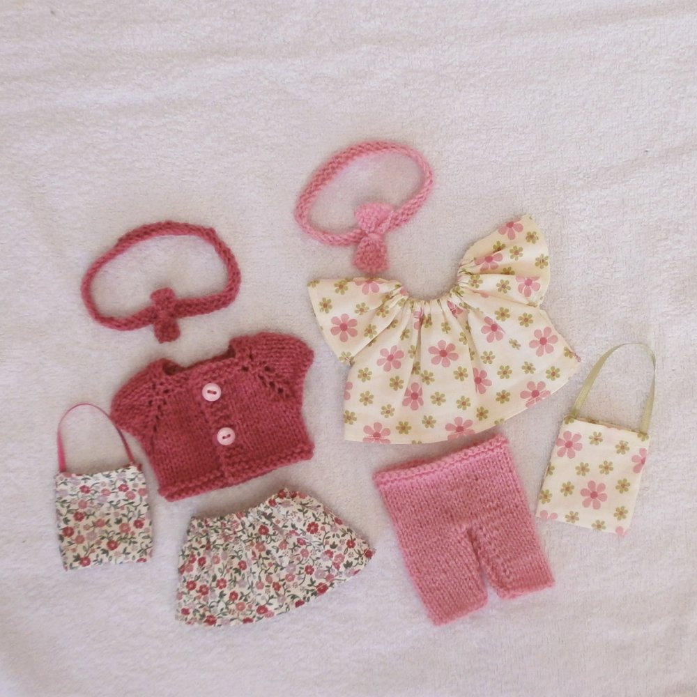 Vêtements pour mini Corolline : lot d'habits tons roses