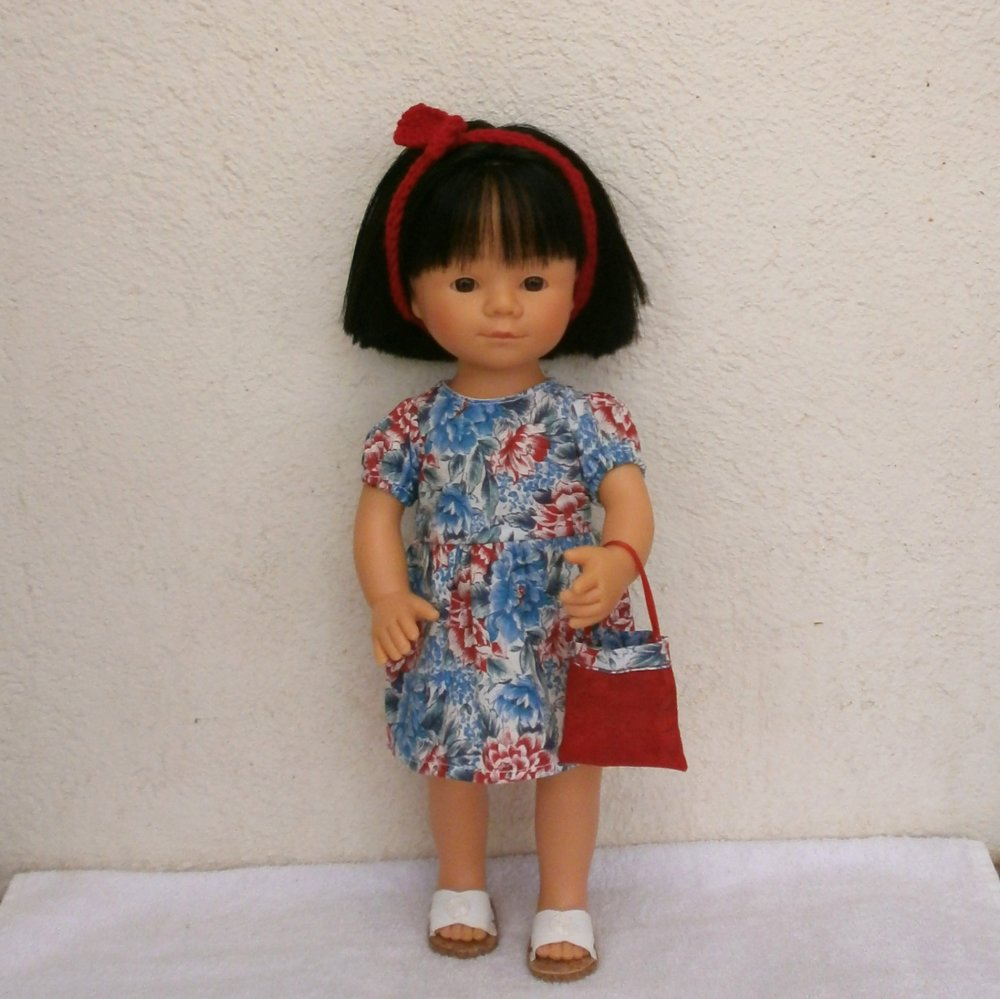 Habits poupée Marieta (35 cm) : robe Liberty rouge et bleu