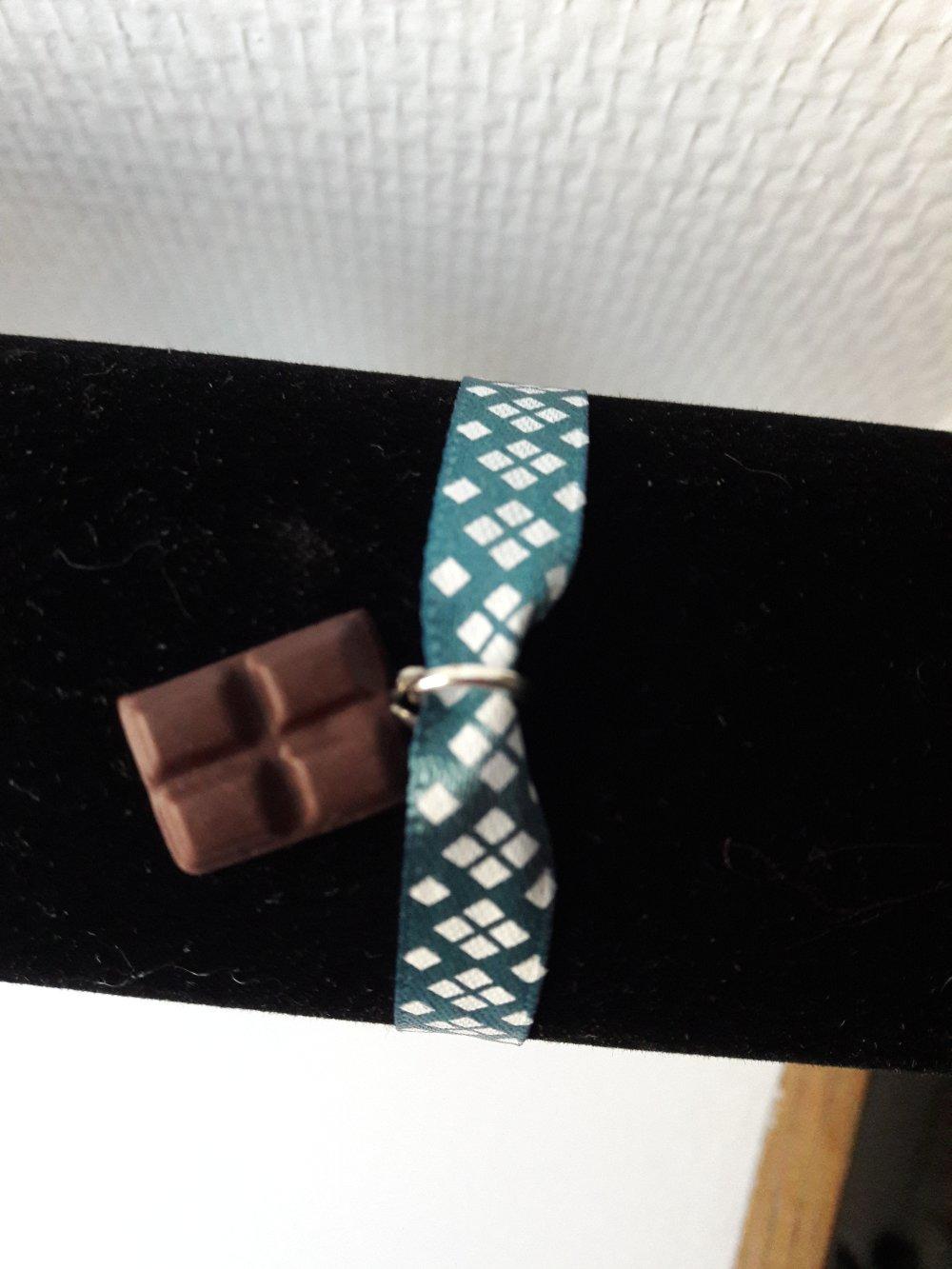 Bracelet chocolat ruban bleu