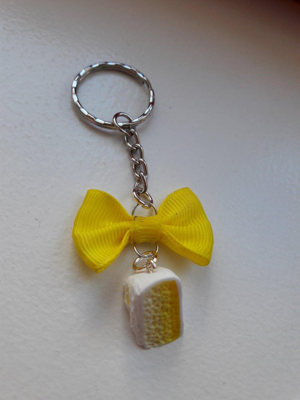 Porte clés part de gâteau jaune