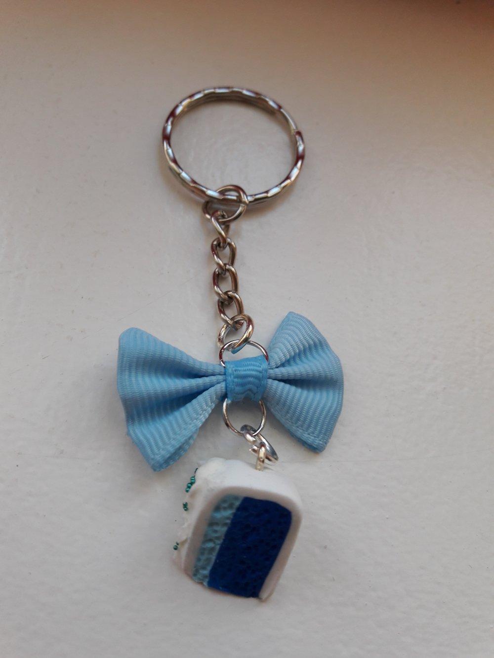Porte clés part de gâteau bleu