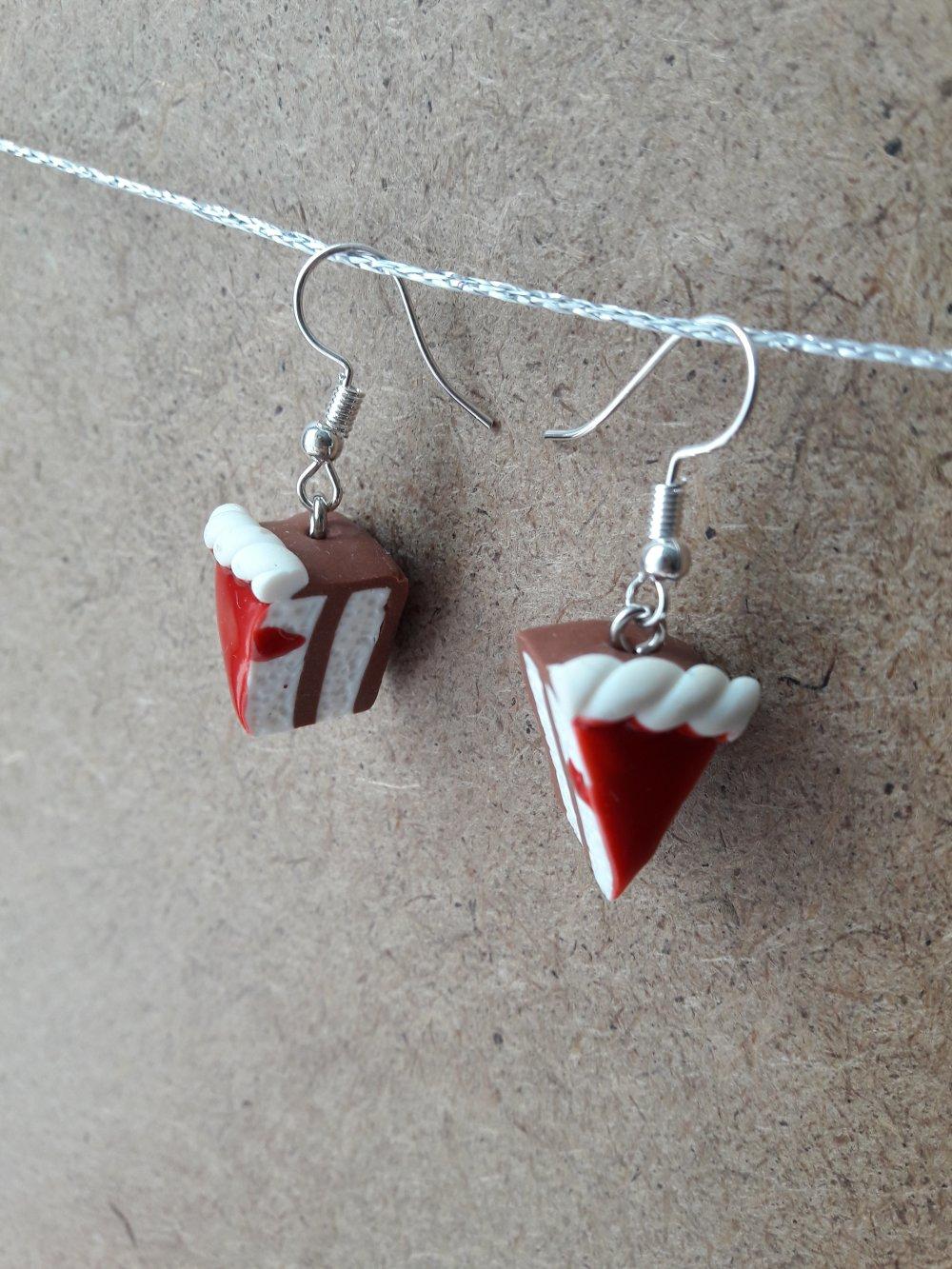 Boucles d'oreilles gâteau rouge