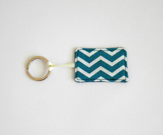 """porte-clé """"atelier"""" étiquette textile jean's recyclé coton à chevrons bleu canard"""