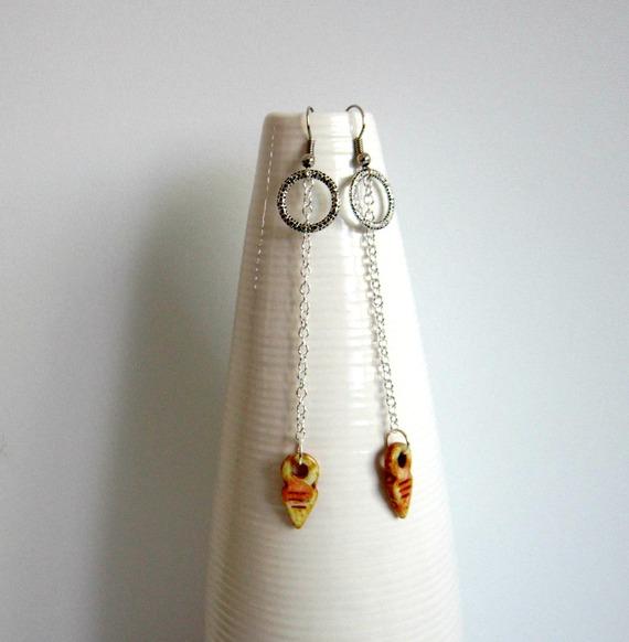 Boucles d'oreilles argentées ethniques minimalistes, pointe de flèche en verre tchèque ocre, cercle