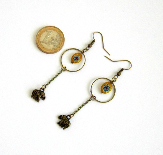 Boucles d'oreilles ethniques minimalistes bronze, éléphant, perle jaune en verre millefiori
