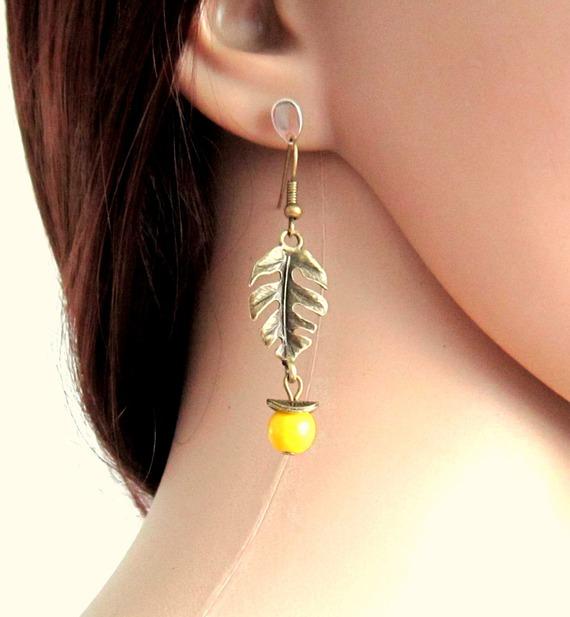Boucles d'oreilles bohème chic bronze et jaune, feuilles, perles en howlite