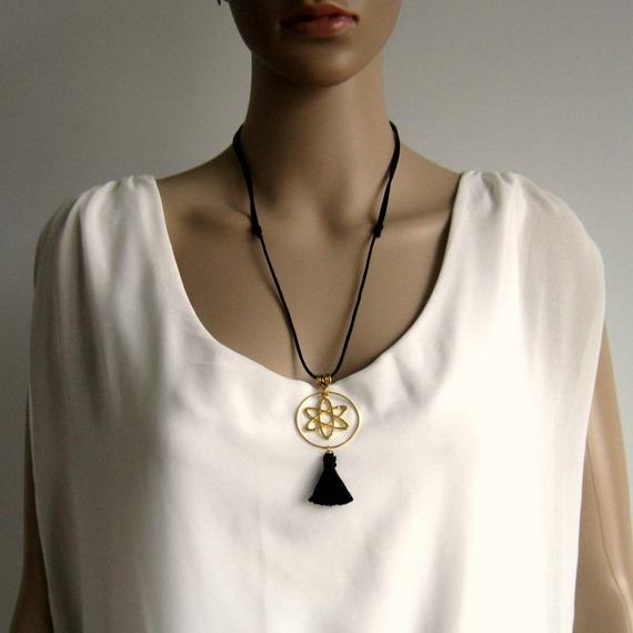 Collier réglable noir et doré, hippie chic, cercle, ellipses, pompon fait main, sautoir, collier mi-long