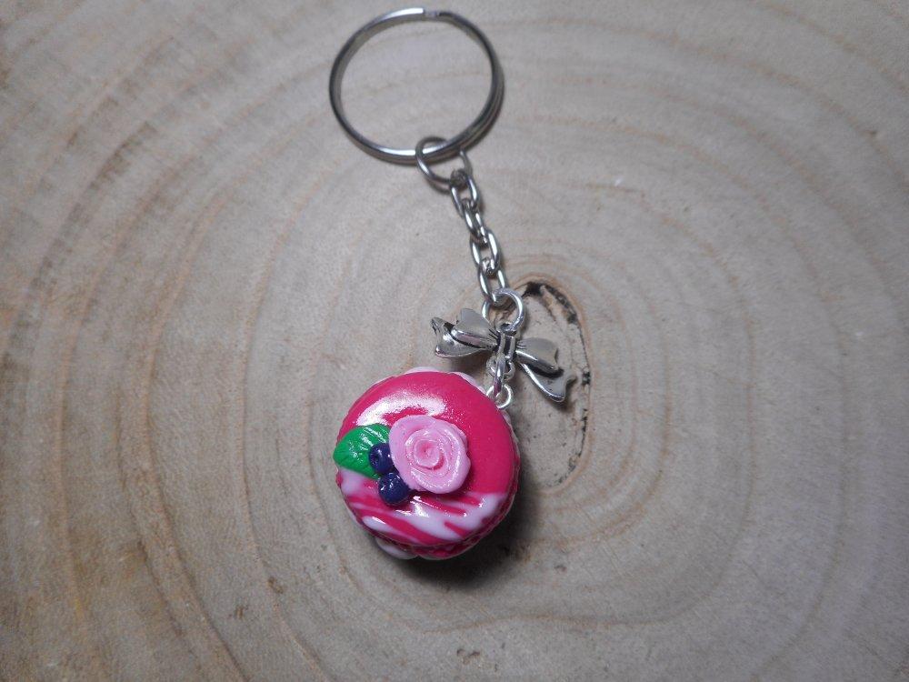 Porte clé macaron framboise rose fimo