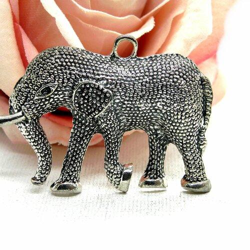 Éléphant argenté perlé, pendentif éléphant stylisé, éléphant argent tibétain, pendentif hippie bohème, pendentif éléphant, éléphant, hippie