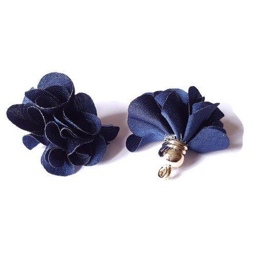 Pompon en tissu bleu marine