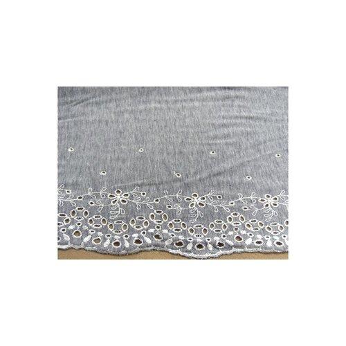 Broderie bleu, sur jersey de coton, 14 cm /hauteur de broderie 7 cm brodé blanc