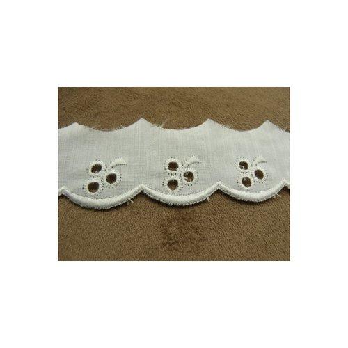 Broderie anglaise coton blanche, 2.5 cm,/hauteur de broderie 1.5 cm
