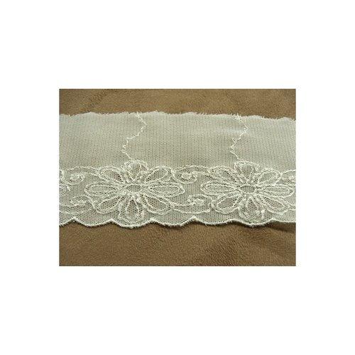 Broderie coton fine sur maille en relief ivoire ,6 cm / hauteur de broderie 3 cm