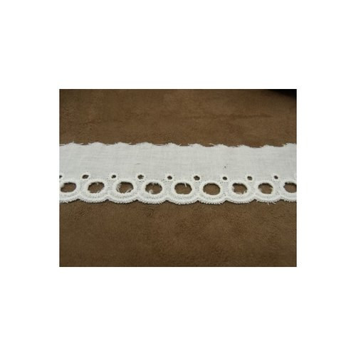 Broderie anglaise coton blanche,4 cm, a trou