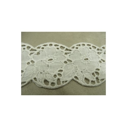 Broderie anglaise,6,5 cm, coton sur jersey blanche