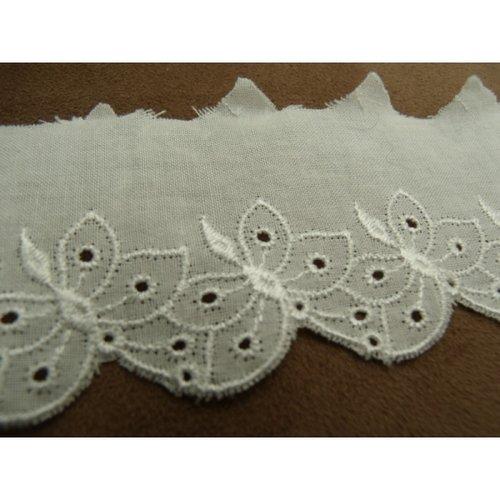 Broderie anglaise coton blanche motif papillon 5 cm/hauteur de broderie 3 cm